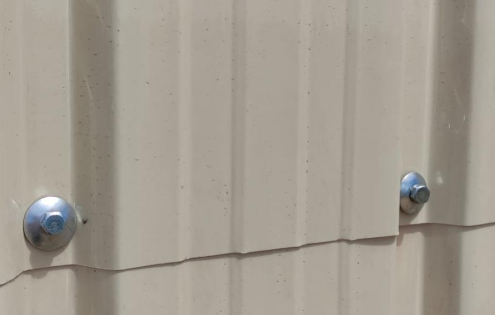 Fijación de impermeabilización de paredes medianeras/paramentos con Onduclair PC Marfil