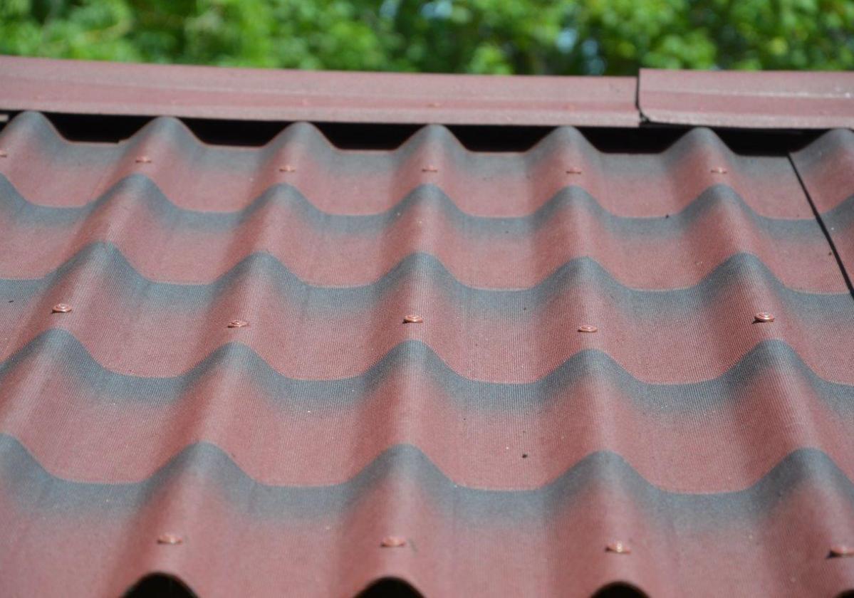Detalle cumbrera placa asfáltica ondulada imitación teja ONDULINE TILE