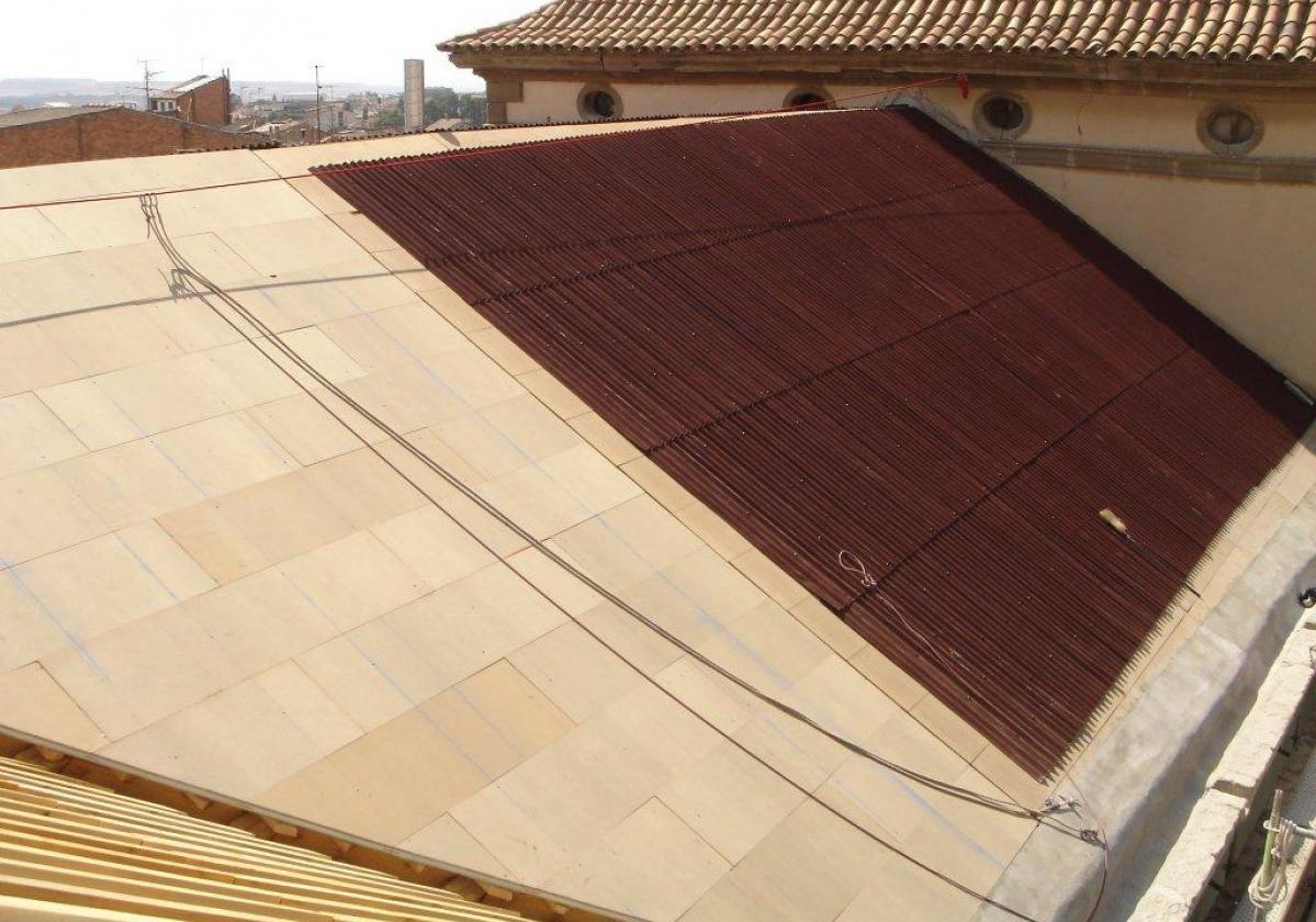 Reparación de tejado Universidad Cervera con placa asfáltica Onduline Bajo Teja DRS BT190