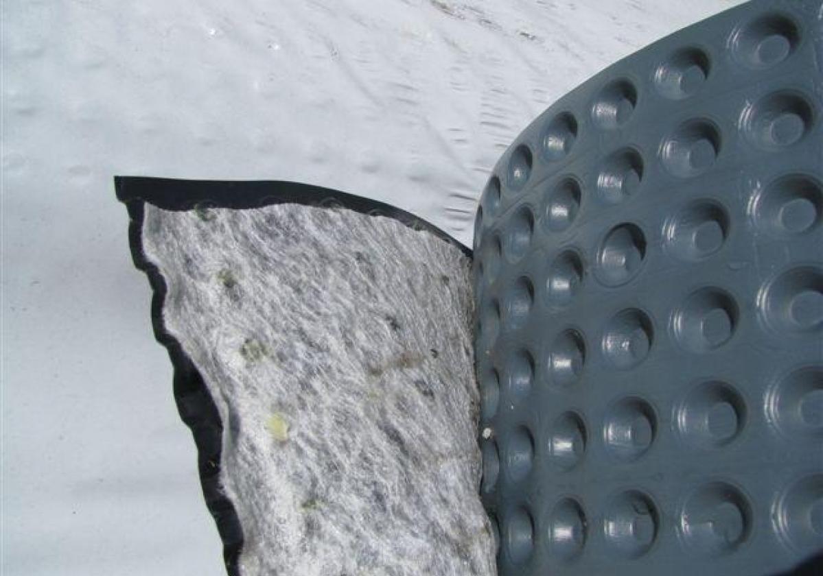 Lamina drenante geotextil FONDALINE  GEO para drenaje de muros soterrados
