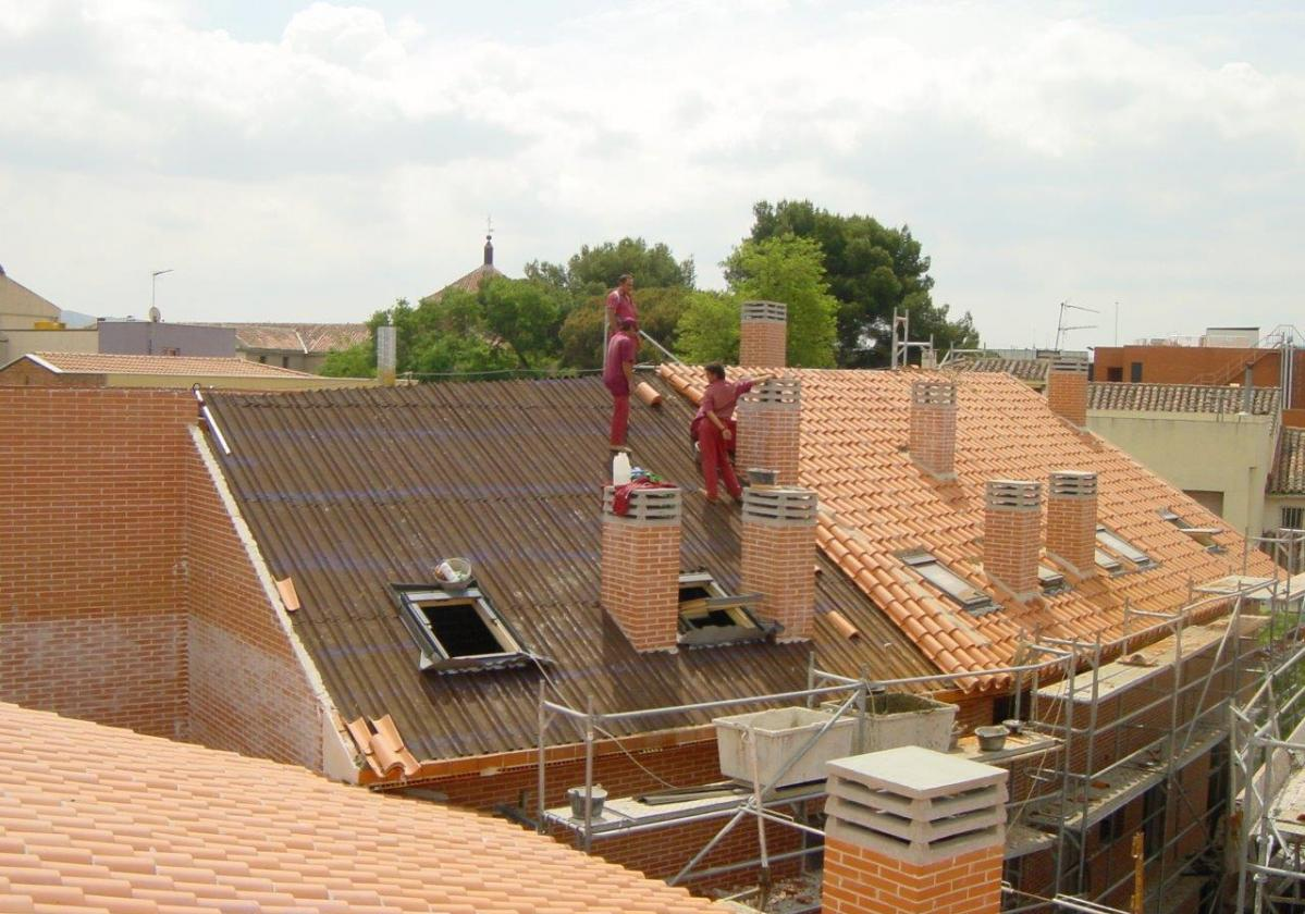 Obra nueva de tejado con placa asfáltica Onduline Bajo Teja DRS BT235