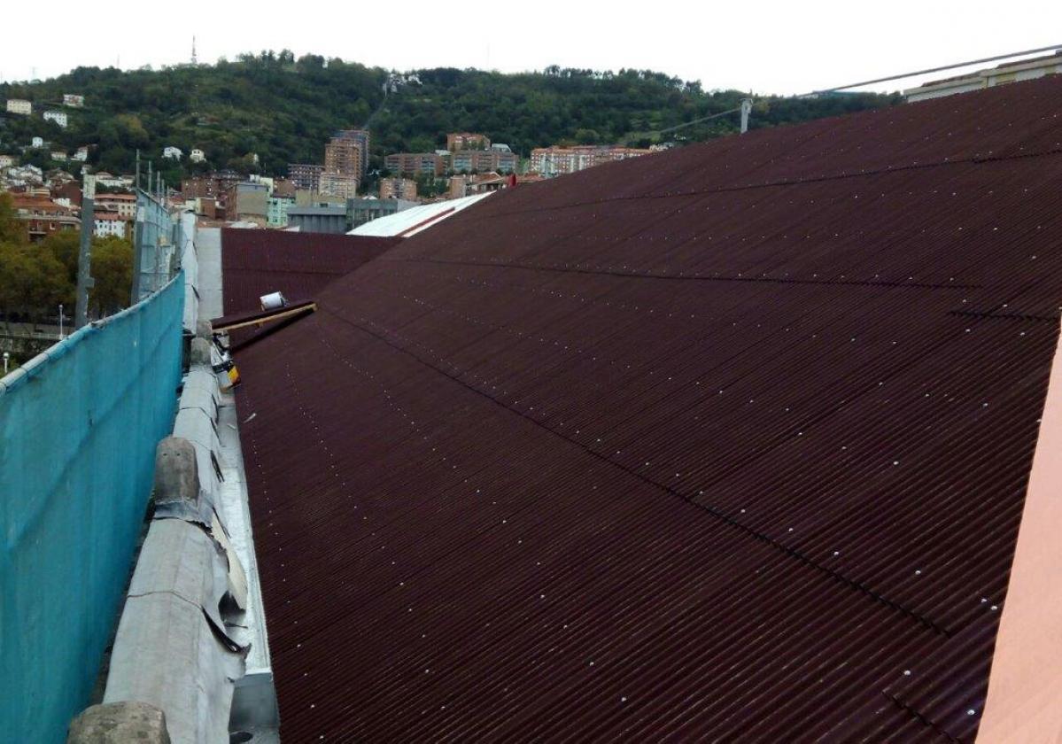 Rehabilitación e impermeabilización de tejado Aduana Bilbao con placa asfáltica Onduline Bajo Teja DRS BT50