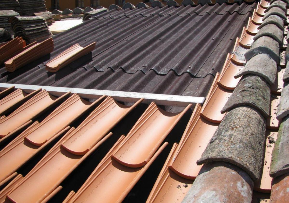 Reparación de tejado en Ayto. Ezcaray con placa asfáltica Onduline Bajo Teja DRS BT235