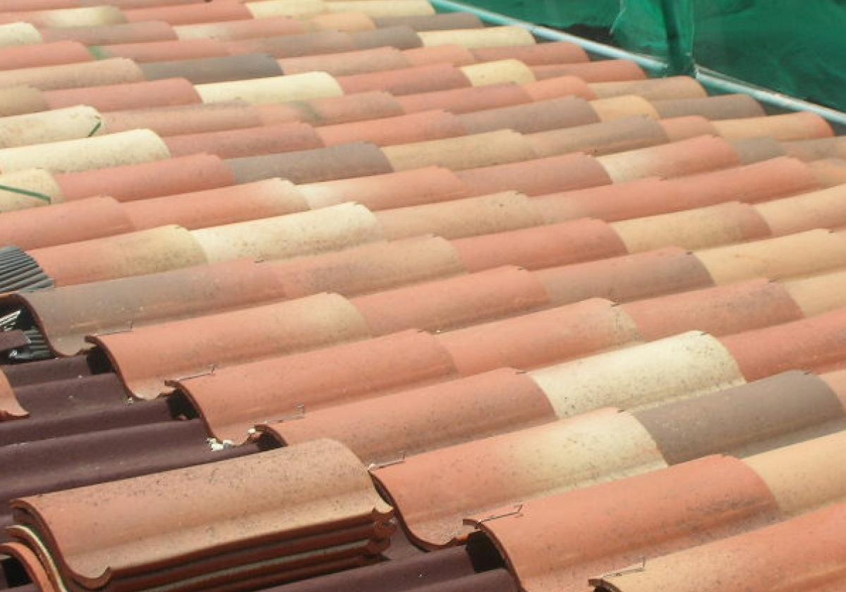Rehabilitación e impermeabilización tejado con placa asfáltica Onduline Bajo Teja DRS BT235 y teja verea s