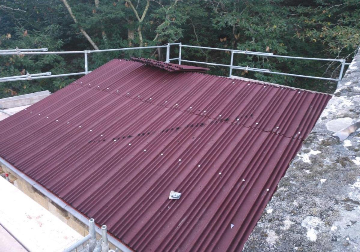 Rehabilitación e impermeabilización tejado Monasterio Santa Cristina con placa asfáltica Onduline Bajo Teja BT150