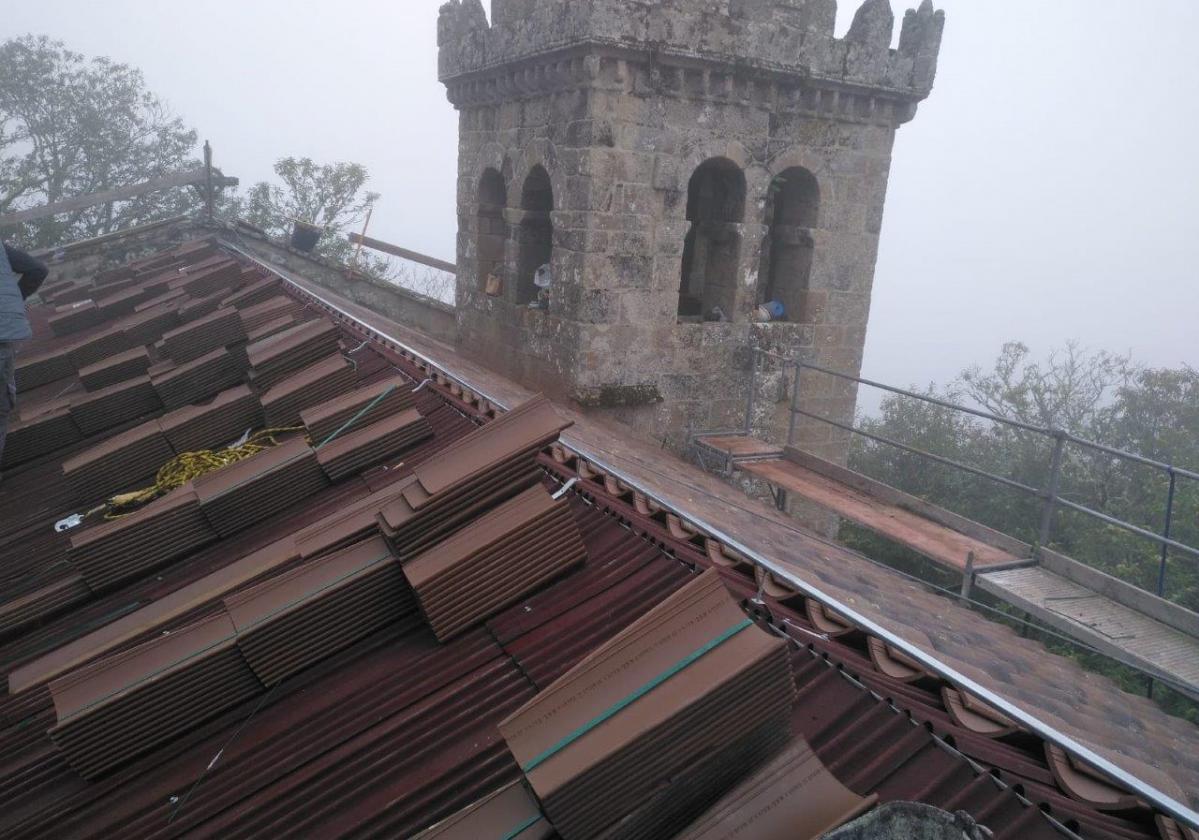 Rehabilitación e impermeabilización tejado Monasterio Santa Cristina con placa asfáltica Onduline Bajo Teja BT150 y teja curva 2