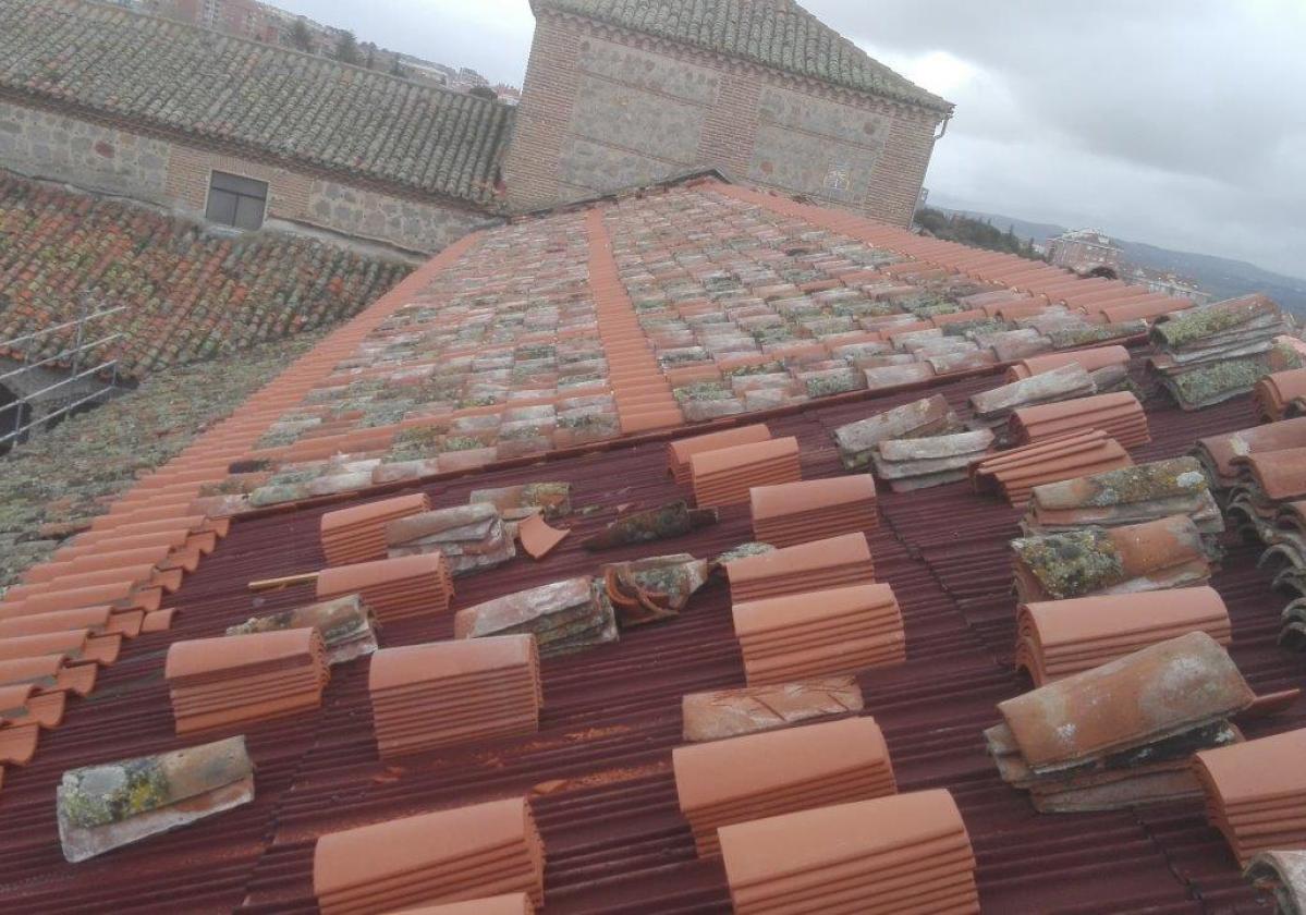 Rehabilitación e impermeabilización tejado Monasterio Santo Tomás con placa asfáltica Onduline Bajo Teja DRS BT150 y teja curva
