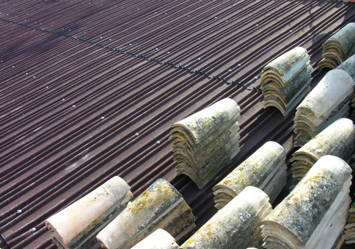 Rehabilitación e impermeabilización de tejado con placa asfáltica Onduline Bajo Teja DRS BT200 teja curva recuperada
