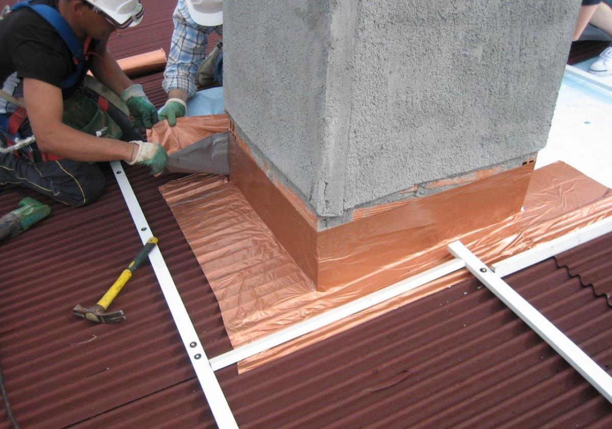Cinta butilo impermeable sellado cubierta impermeabilización tejado ONDUFILM detalle remate chimenea