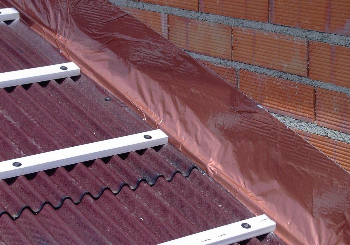 Cinta butilo impermeable sellado cubierta impermeabilización tejado ONDUFILM detalle remate pared
