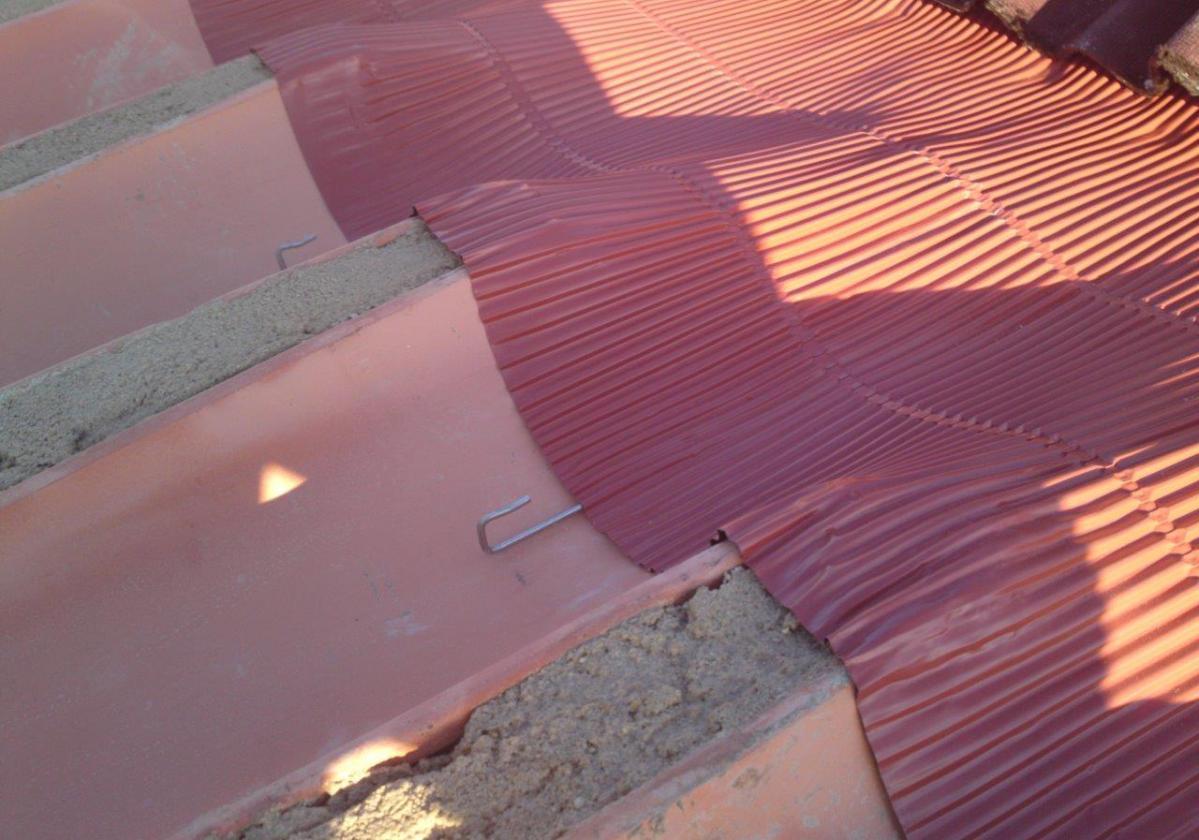 Cinta metálica impermeable sellado cubierta METALFILM - Impermeabilización Tejado detalle alero teja curva