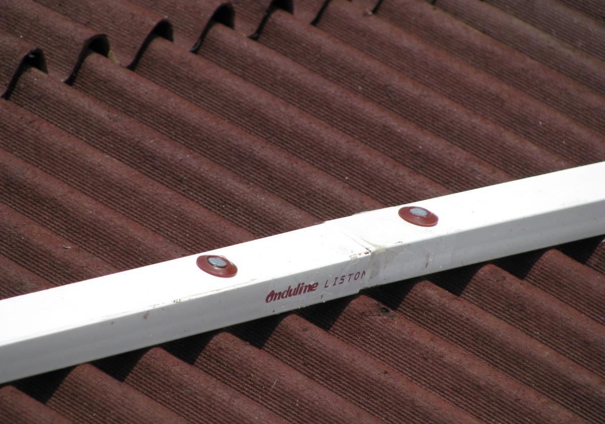 Clavo espiral fijación placa asfáltica Onduline Bajo Teja cubierta madera - detalle clavos listón PVC Onduline