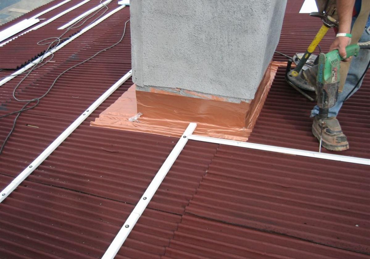 Clavo taco fijación Placa Asfáltica Onduline Bajo Teja cubierta forjado hormigón - detalle instalación tejado broca