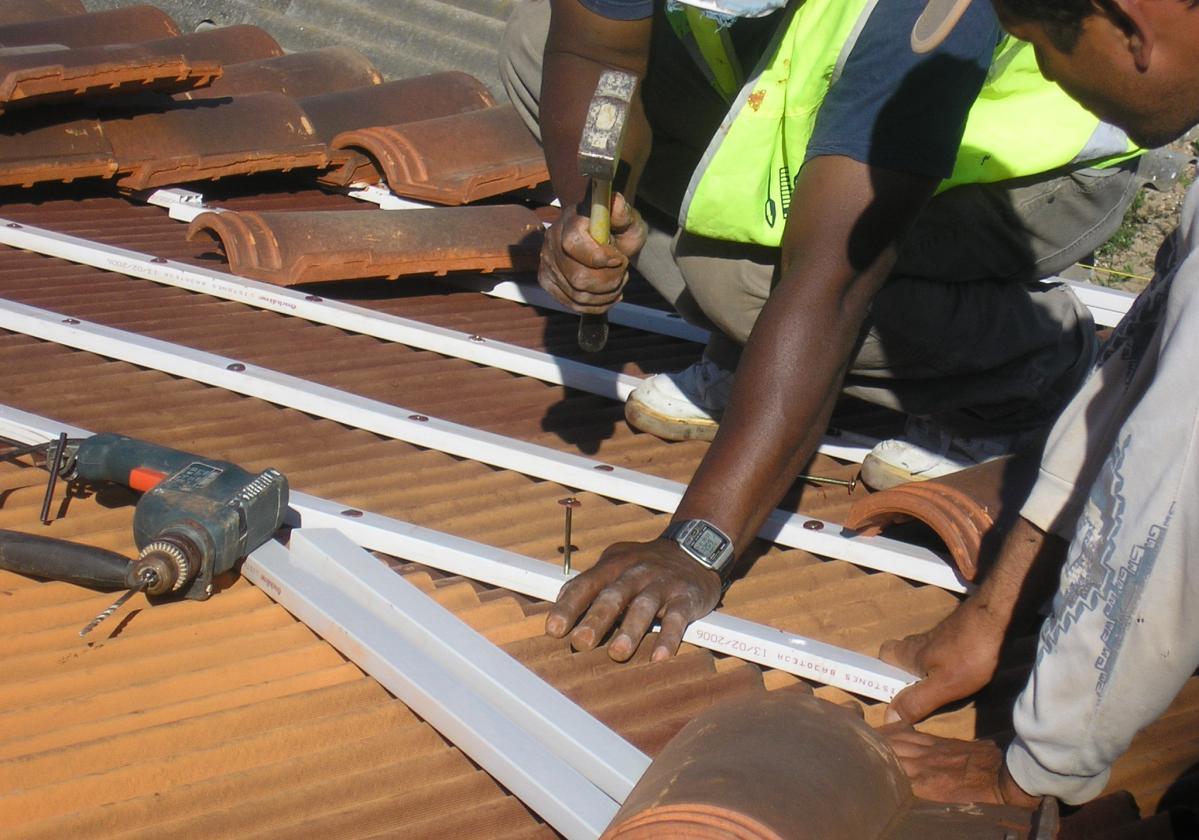 Clavo taco fijación Placa Asfáltica Onduline Bajo Teja cubierta forjado hormigón - detalle instalación tejado