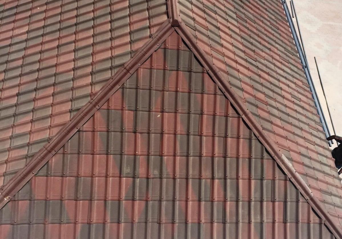 Cumbrera CAP teja asfáltica ligera ONDUVILLA - detalle acabado remate limatesa cumbrera CAP color rojo