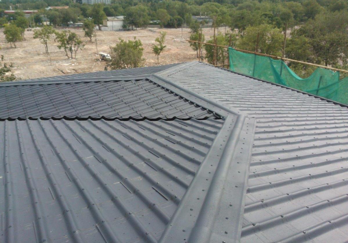 Cumbrera estándar teja asfáltica ligera ONDUVILLA - detalle acabado cumbrera color negro