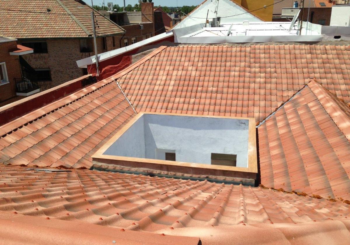 Cumbrera estándar teja asfáltica ligera ONDUVILLA - detalle acabado remate cumbrera y limatesa color fiorentino