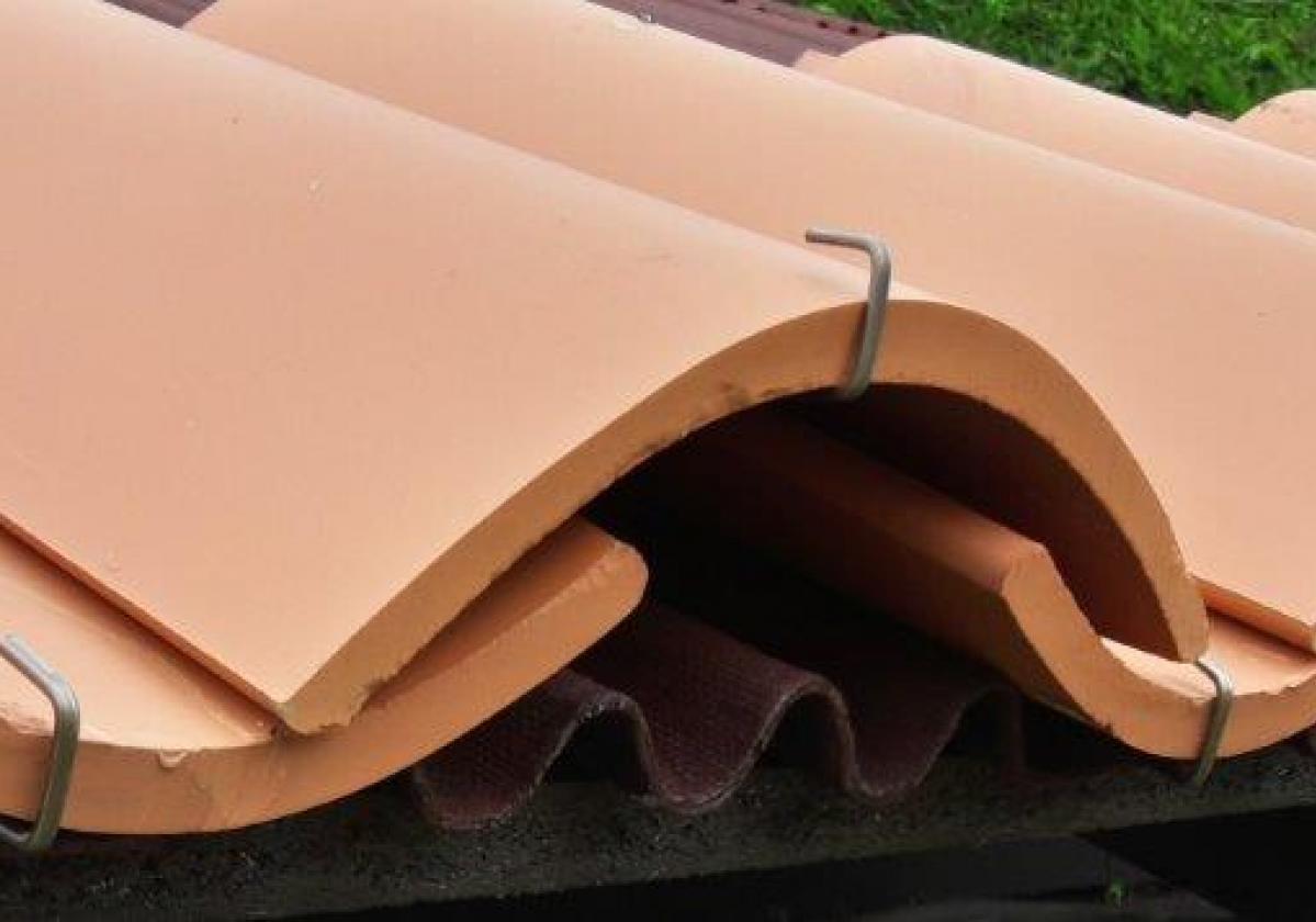 Gancho teja curva remate alero tejado ventilado impermeabilización tejado Onduline Bajo Teja - detalle alero