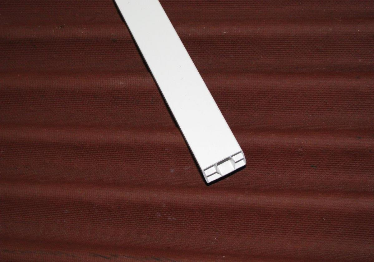 Listón PVC Onduline teja mixta, plana, hormigón - detalle listón 2x3 blanco