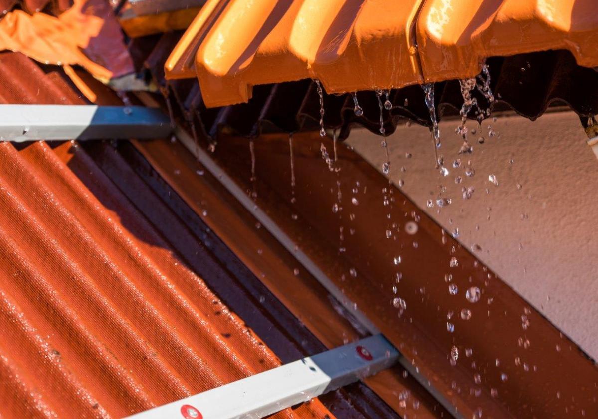Listón PVC Onduline teja mixta, plana, hormigón - detalle instalación listón blanco teja plana