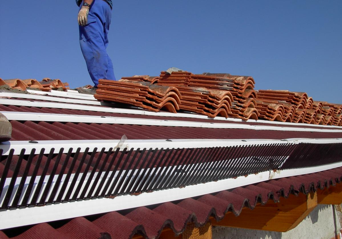 Peine PVC Onduline remate alero tejado ventilado - detalle instalación impermeabilización tejado Bajo Teja alero