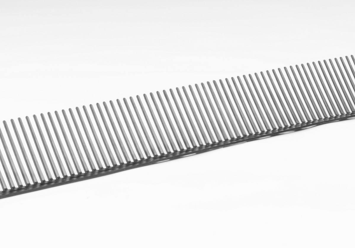 Peine PVC Onduline remate alero tejado ventilado - detalle pieza peine alero