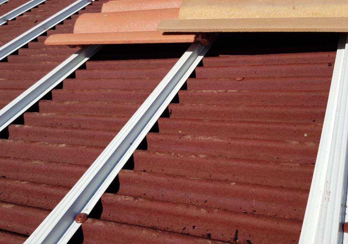 Perfil metálico Onduline Bajo Teja mixta, plana, hormigón - detalle instalación rastel metálico