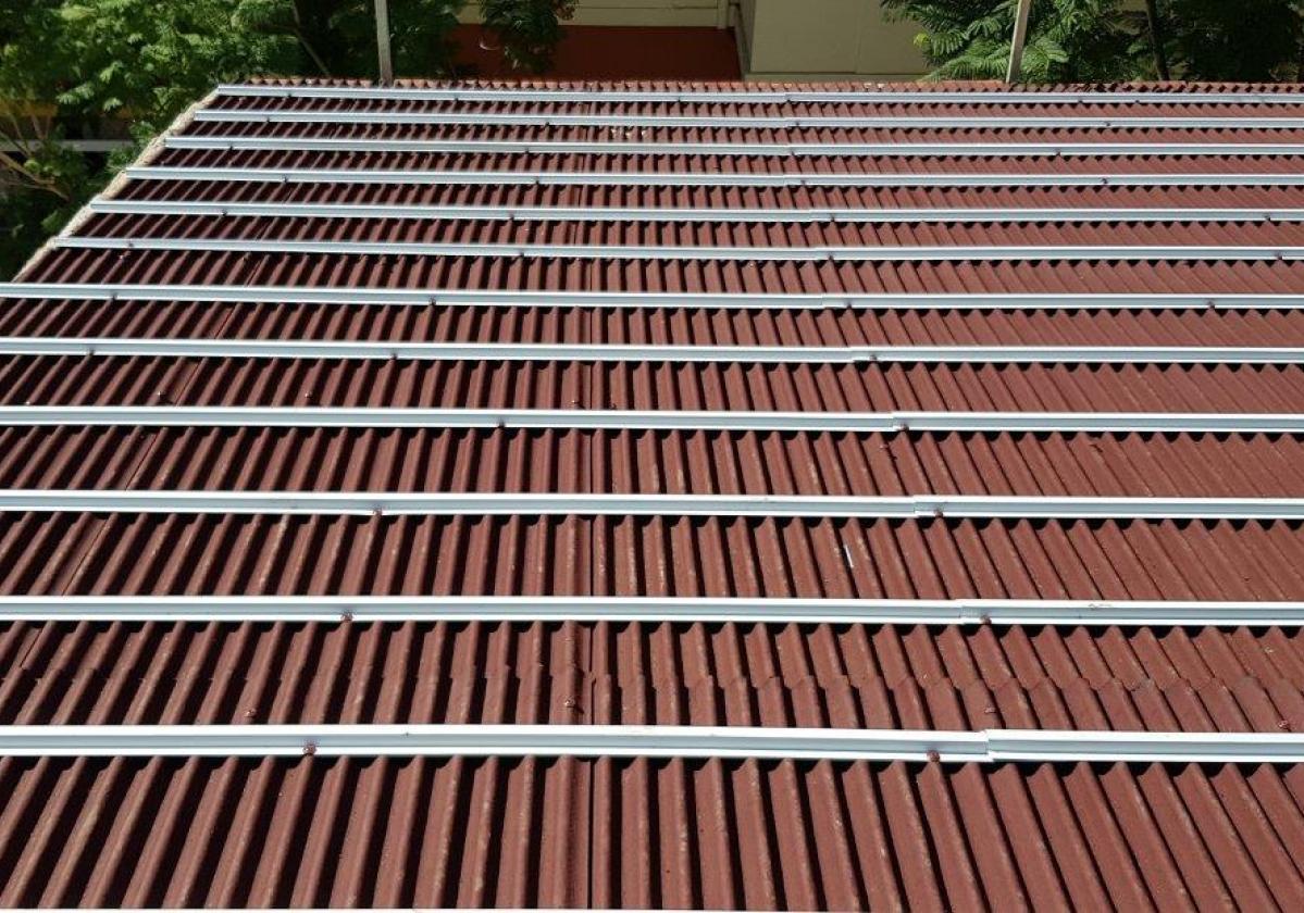 Perfil metálico Onduline Bajo Teja mixta, plana, hormigón - detalle instalación rastel metálico faldón tejado