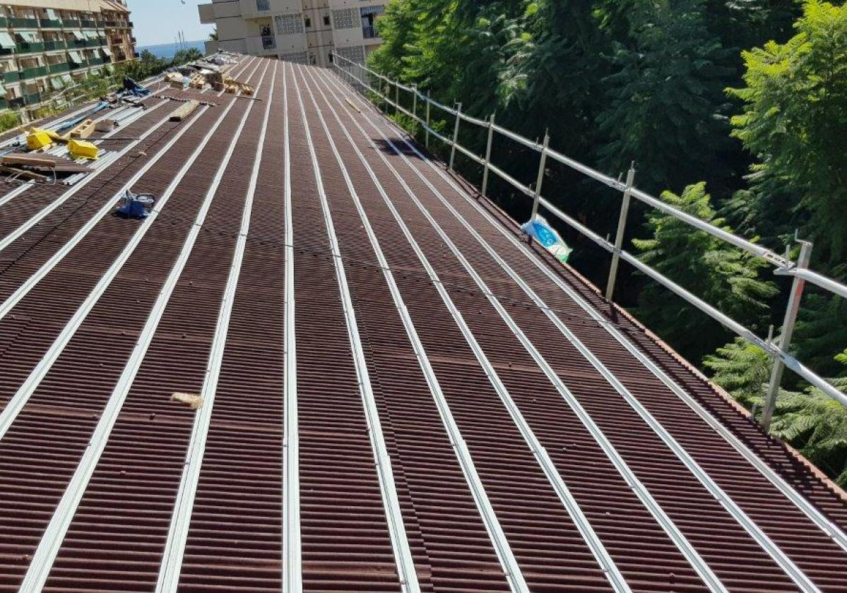 Perfil metálico Onduline Bajo Teja mixta, plana, hormigón - detalle instalación rastel metálico tejado general