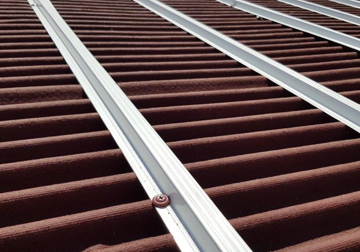 Perfil metálico Onduline Bajo Teja mixta, plana, hormigón - detalle instalación rastel metálico tejado