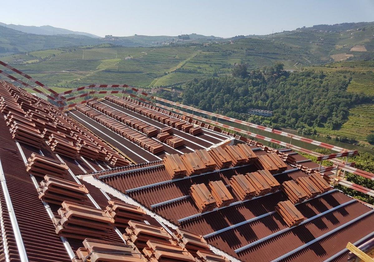 Perfil metálico Onduline Bajo Teja mixta, plana, hormigón - detalle instalación tejado teja plana
