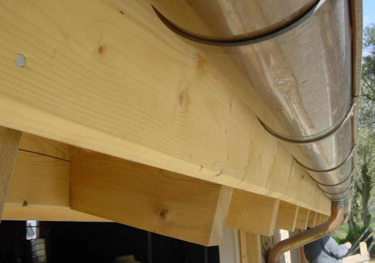 Remate madera panel sandwich cubierta ONDUTHERM - detalle cierre alero tejado