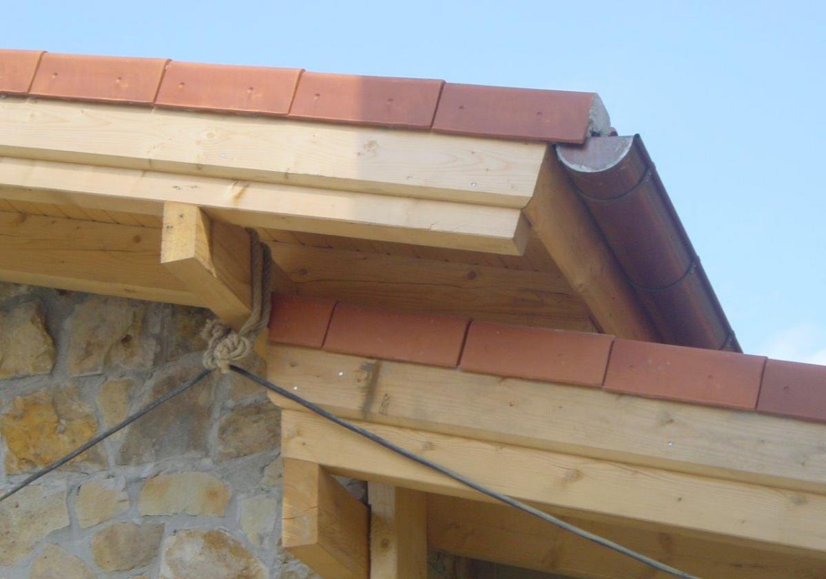 Remate madera panel sandwich cubierta ONDUTHERM - detalle general cierre lateral tejado