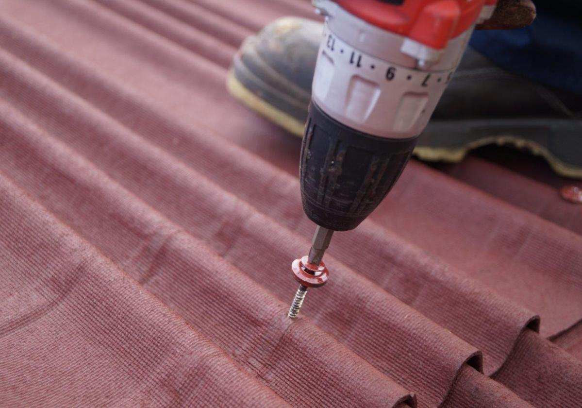 Tornillo universal Onduline fijación placa asfáltica cubierta madera, metal - detalle instalación tejado