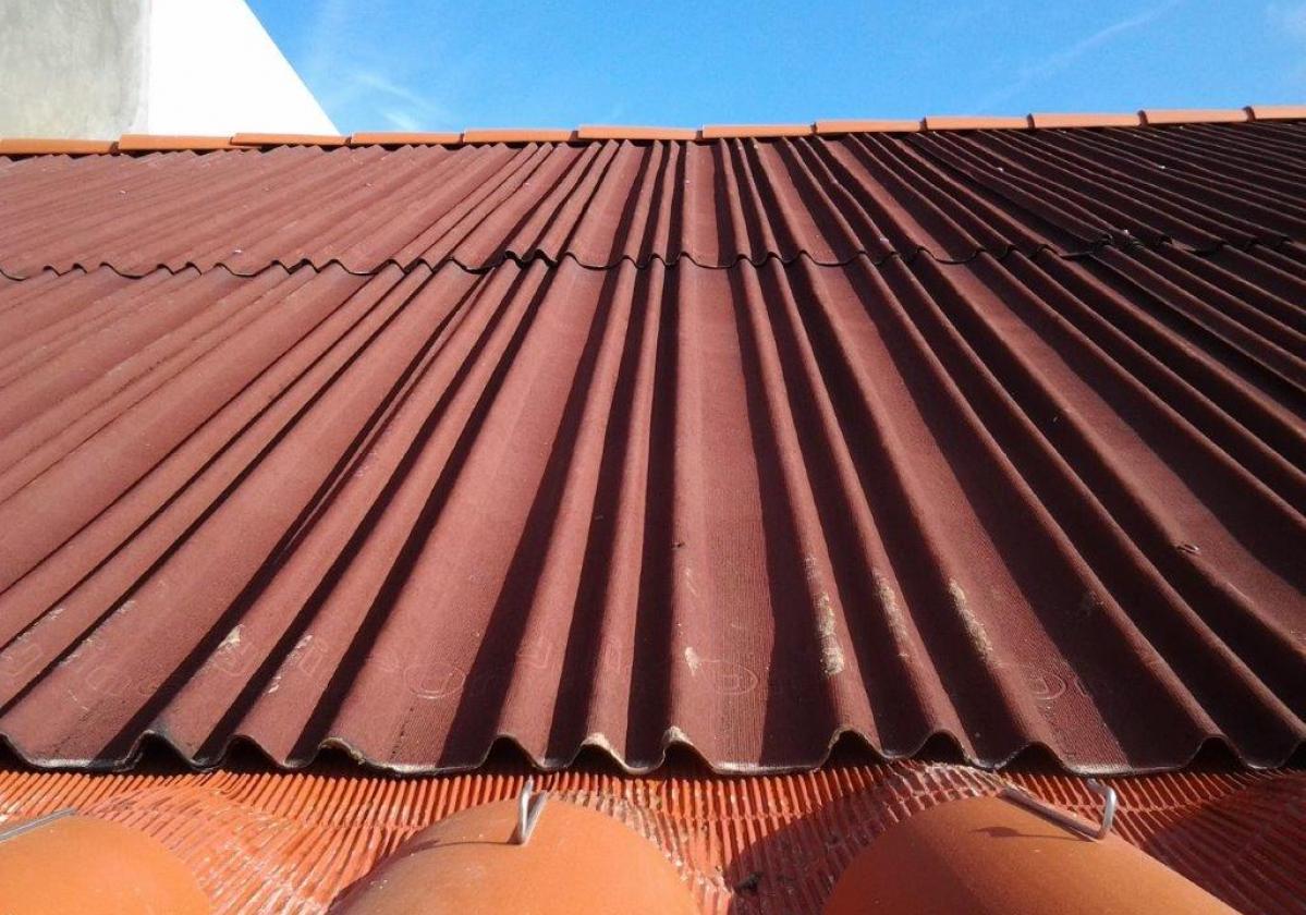 Cinta impermeable para el sellado de cubierta en alero con teja curva METALFILM