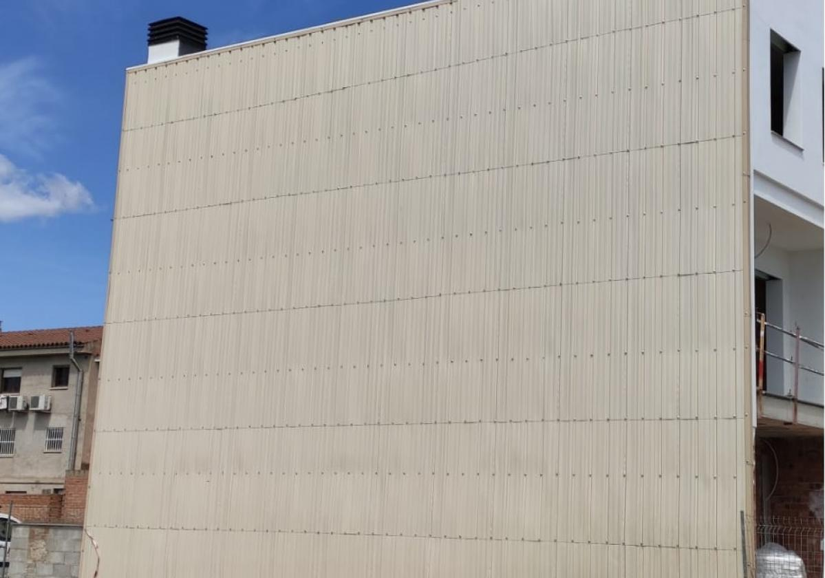 Impermeabilización medianera/paremento con Sistema Onduclair PC Marfil