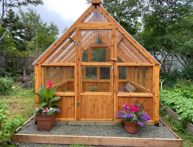 Consejos para construir un invernadero de jardín económico y duradero