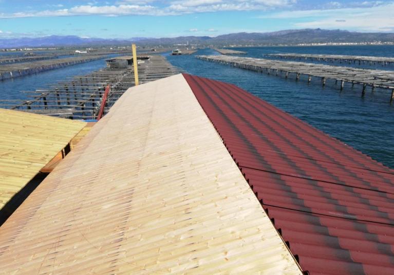 Impermeabilizacion-cubierta-madera-placa-asfaltica-ondulada-imitacion-teja-onduline-tile